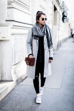 Grauer mantel stylen