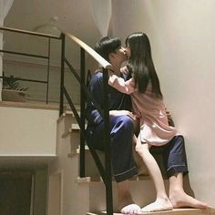 her legs look too thin if she just tripped down those stairs they'd prolly snap in half Photo Couple, Love Couple, Couple Goals, Ulzzang Couple, Ulzzang Girl, Parejas Goals Tumblr, Korean Ulzzang, Korean Couple, Couple Aesthetic