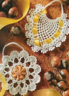 perfume and scents sachets - with diagrams and written pattern - fill them with oranges' skins picked with cloves, pure bliss when you open your closet!