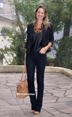 Look de trabalho - look do dia - look corporativo - moda no trabalho - work outfit - office outfit - autumn outfit - look executiva - look de outono - fall outfit - calça flare preta - regata couro preta - caramelo - máxi colar