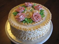 Classis cake with roses - Hi,  This is a vanilla cake with strawberry filling and vanilla buttercream.  Sylvie