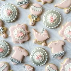 Mini cookies for a baby shower @thesweetesttiers