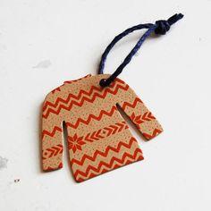 Would B Pretty Easy 2 Make with Christmas Print Paper...Black*Eiffel: Ski Sweater Gift Tag