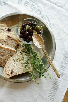 olives and bread <3