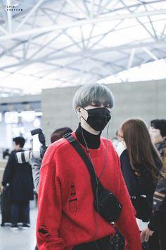 171110 Yugyeom at Incheon Airport (heading to Japan) cr: spirityugyeom