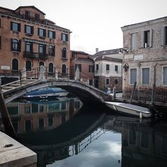 Back to the city of water. #venezia #venice #venedig #venecia #veneto #italia #italy #canale #ponte #barche #calle #fondamenta #acqua #petrolio #water #agua #canal #boat #reflection #riflesso #foggy #cloudy #nublado #nuvoloso #grigio #marzopazzerello #depositotesi #hastapronto #libertad #sonno #zzz #noiadaviaggio