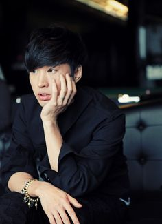 Tablo - Full Name: Lee Seon-woong (이선웅), Daniel Armand Lee Stage Name: Tablo (타블로) Birthdate: July 22, 1980 Position: rapping, vocals, songwriting, composing, programming