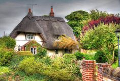 Chocolate Box Cottage   West Hagbourne, nr Didcot, Oxfordshire Photo by John Witts