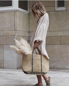 144 отметок «Нравится», 22 комментариев — EVA  Inspo&looks&streetstyle (@the_peach_skin) в Instagram: «Dots  #inspo #inspiration #bag #style #styleinspiration #fashion #fashionaddict #thepeachskin»