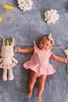 3 Month Old Baby Pictures, 1 Month Old Baby, Fall Baby Pictures, 6 Month Baby Picture Ideas, Monthly Baby Photos, Baby Girl Photos, Newborn Pictures, Fall Baby Pics, Baby Poses