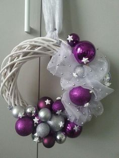 Christmas Mood, Christmas Balls, Xmas, Christmas Ornaments, Purple Christmas Decorations, Christmas Centerpieces, Wreath Crafts, Ornament Wreath, Holiday Wreaths