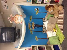 Reading corner w/ felt for story pieces- so inviting! add xmas lights for sensory calming area
