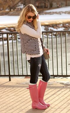 Pink Hunters and Gingham vest! Cute Fall Outfits, Fall Winter Outfits, Autumn Winter Fashion, Spring Outfits, Casual Outfits, Fashion Outfits, Womens Fashion, Fashion Ideas, Hunter Outfit
