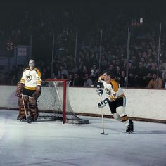 Great Hockey Photos You've Just Seen for the First Time! Bobby Orr, Hockey Goalie, Boston Sports, Stanley Cup, Boston Bruins, The One, First Time, Nhl, All Star