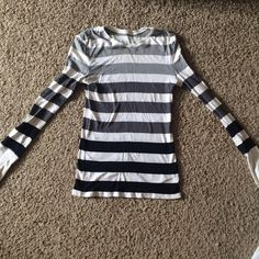 Black, White and Grey striped Ombré long sleeve Really comfy long sleeve shirt with black, white and grey striped ombré design. Would be really cute with skinny jeans and black or grey boots. Only worn twice. Great condition. Arizona Jean Company Tops Tees - Long Sleeve