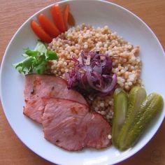Tarhoňa s uzeným masem a smaženou cibulkou - Tarhoňa - že vám to nic neříká? Zeptejte se rodilého maďara, tohle je totiž pravá maďarská těstovina. Tuna, Fish, Meat, Bulgur, Pisces, Atlantic Bluefin Tuna