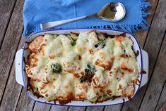 Eg elsker å lage ulike former/gratenger til middag der eg kan putte oppi diverse rester og halvslappe grønnaker. Eg er en stor motstander av unødvendig kasting av mat, og gjer det kun om det er høgst nødvendig. Denne lakseformen inneholder det eg hadde i grønnsakskuffen, kokte poteter fra middagen dagen før og laks eg fant … Quiche, Mashed Potatoes, Macaroni And Cheese, Food And Drink, Breakfast, Ethnic Recipes, Whipped Potatoes, Morning Coffee, Mac And Cheese