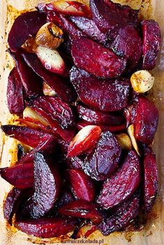 Podle Jamieho Olivera: recept_na_pečenou_červenou_řepu_s_česnekem_main Vegetable Dishes, Vegetable Recipes, Vegetarian Recipes, Cooking Recipes, Healthy Recipes, Four, Tasty Dishes, I Foods, Food Inspiration