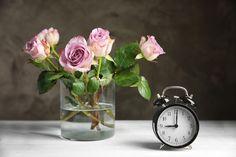 …hogyan hosszabbítsuk meg a vágott virág élettartamát?  Kaptál egy szép csokrot, vagy vettél magadnak pár szép szál virágot otthonra? Természetesen azt szeretnéd, hogy minél tovább maradjon pompázatos és jó helyen jársz, mert most pont arról lesz szó, hogy milyen trükkökkel hosszabbíthatjuk meg a szálas virág életét. Alarm Clock, Home Decor, Bridge, Projection Alarm Clock, Decoration Home, Room Decor, Alarm Clocks, Home Interior Design, Home Decoration