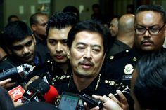 Lelaki Cuba Rasuah Sultan Johor RM2 Juta Serah Diri Kepada SPRM   Seorang lelaki yang didakwa cuba merasuah Sultan Johor Sultan Ibrahim Sultan Iskandar sebanyak RM2 juta telah menyerah diri kepada Suruhanjaya Pencegahan Rasuah Malaysia (SPRM).  Lelaki Cuba Rasuah Sultan Johor RM2 Juta Serah Diri Kepada SPRM  Timbalan Ketua Pesuruhjaya (Operasi) SPRM Datuk Azam Baki berkata lelaki berusia 54 tahun itu menyerah diri kepada SPRM pada petang Khamis.  Siasatan sedang dijalankan. Sama ada dia akan…