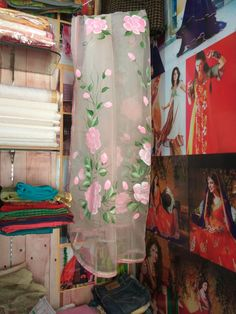 Handpaint Dupatta Saree Painting, Fabric Painting, Painting & Drawing, Hand Painted Dress, Painted Clothes, Girly Pics, Girly Pictures, Salwar Kurta, Anarkali