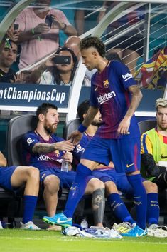MIAMI, FL - JULY 29: Neymar #11 of Barcelona gets a handshake from Lionel Messi #10 of Barcelona after coming off the filed during the International Champions Cup El Clásico match between FC Barcelona and Real Madrid at the Hard Rock Stadium on July 29, 2017 in Miami, FL. FC Barcelona won the match with a score of 3 to 2. FC Barcelona was the International Champions Cup winners. (Photo by Ira L. Black/Corbis via Getty Images) Messi Y Neymar, Neymar Pic, Messi Soccer, Messi 10, Fc Barcelona, Real Madrid Manchester United, Cr7 Junior, Neymar Jr Wallpapers, International Champions Cup