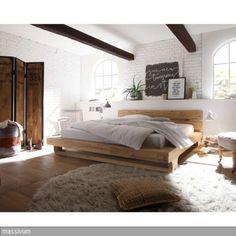 Das Bett Madras aus massivem Akazienholz fällt besonders durch seine wunderschöne Maserung und die außergewöhnlichen Füße auf.  - mehr auf roomido.com