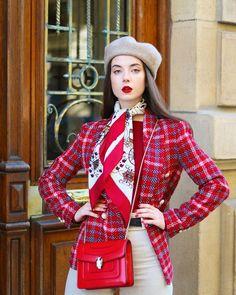 𝐒𝐔𝐒𝐀𝐍𝐀🐝 (@susanaarcocha) • Fotos y vídeos de Instagram Red Leather, Leather Jacket, Tartan, Instagram, Jackets, Fashion, Studded Leather Jacket, Down Jackets, Moda