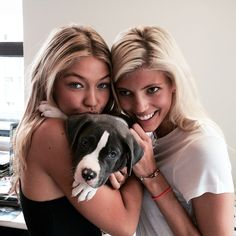 The 10 Best Beauty Instagrams of the Week: Gigi Hadid, Adriana Lima, and More – Vogue