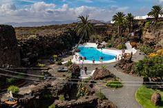 Reist man nach Lanzarote, begegnet man überall den Spuren von Cesar Manrique, dem bekannten Inselkünstler. Einige seiner Bauwerke habe ich hier beschrieben.