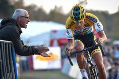 Tom Meeusen toonde in Middelkerke nog maar eens hoe snel hij over de balken gaat en hoe gezwind hij grachten neemt. Het was heerlijk om te zien. Superprestige Middelkerke 14.02.15, pic by Telenet-Fidea Cycling Team