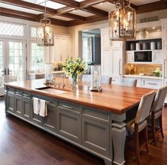 Country kitchen like the light brick back splash and - Belles cuisines traditionnelles ...