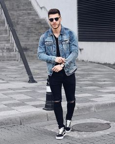 Perfect Capsule Wardrobe Look Dark Denim Jacket, Men Looks, Vans Outfit, Denim Outfit, Mens Style Guide, Urban Fashion, Fashion Moda, Mens Fashion, Fashion Outfits