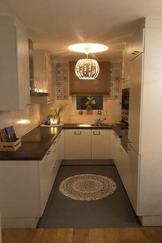 30 Designs Perfect for Your Small Kitchen - Design della cucina Kitchen Room Design, Cozy Kitchen, Little Kitchen, Modern Kitchen Design, Home Decor Kitchen, Interior Design Kitchen, Kitchen Furniture, New Kitchen, Home Kitchens