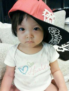 Oh you're just so adorable. Choo Sarang > Return of Superman Superman Cast, Superman Kids, Baby Faces, Cute Faces, Korean Tv Shows, Song Triplets, Cutest Babies Ever, Asian Babies, Reality Tv Shows