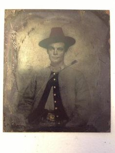 Confederate Irish Brigade, tintype of a soldier with harp belt buckle. Irish Confederates were not as numerous as those who fought for the Union; an estimated Irish served in the Union Army while only served in the Confederate Army. Southern Men, Southern Pride, Southern Style, American Civil War, American History, Irish Catholic, War Novels, Confederate States Of America, World History