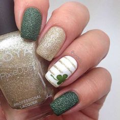 If you're looking to do seasonal nail art, spring is a great time to do so. The springtime is all about color, which means bright colors and pastels are becoming popular again for nail art. These types of colors allow you to create gorgeous nail art. Fancy Nails, Love Nails, How To Do Nails, Pretty Nails, My Nails, Sparkle Nails, How To Nail Art, Dark Nails, Matte Nails