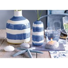 Originated - Both are equally at home in the uncomplicated beauty. Coastal Homes, Coastal Living, Pip Studio, Blue Design, Stoneware, Home Accessories, Beautiful Homes, Delicate, Blue And White