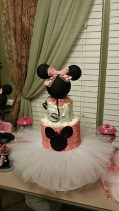 How to Make Baby Diaper Cake Baby Shower Baskets, Baby Shower Diapers, Baby Shower Gifts, Baby Shower Themes, Baby Shower Decorations, Shower Ideas, Princess Diaper Cakes, Diaper Parties, Minnie Mouse Baby Shower