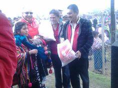 Los Diputados Ruben Martinez, Mirza Arriaga y Luis Chavez entregando la bolsa lider en la aldea San Francisco, Cuilco.