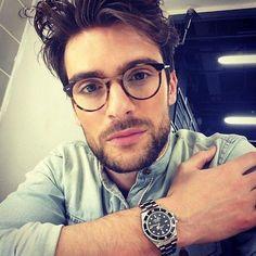 Ideas for moda hipster casual glasses Hipster Man, Hipster Glasses, Glasses Man, Mens Glasses Frames, Men With Glasses, Hipster Ideas, Hipsters, Men Eyeglasses, Designer Eyeglasses