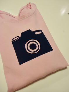 DIY flocken camera on longsleeve pink