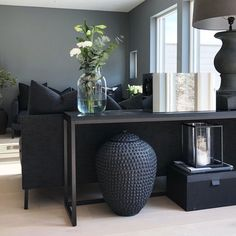 renovieren-sie-ihr-industrielles-wohnzimmer-mit-der-ike-collection-wohnzimmer-ideen/ - The world's most private search engine Living Room Designs, Living Room Decor, Table Behind Couch, Deco Cool, Shared Rooms, Modern Interior Design, Home And Living, Modern Living, Small Living