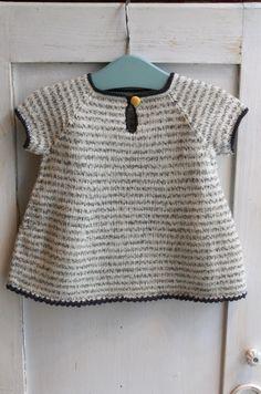 Wilma´s kjole / Wilma´s dress Size 6 months - 4 years Garn-iture knitting design www.garn-iture.dk