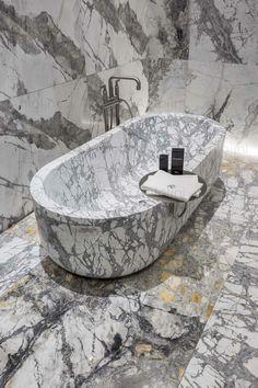 Gessi and Antonlini 👌. #luxury #luxurydesign #luxurybathroom #design #interiordesign #gessi #antolini #marble #bathroom #inciso  #davidrockwell #madeinitaly🇮🇹 #italiansdoitbetter #bathroominspiration #archiproducts #interiorphotography