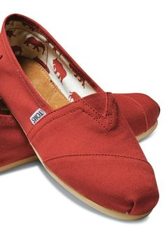 The foundation to the One for One movement: TOMS Original Classics.