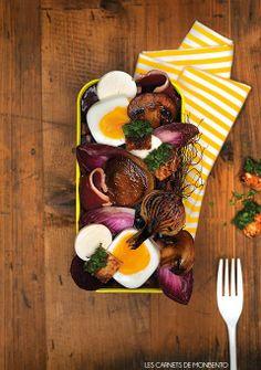 Les oeufs en Meurette façon street food dans un bento par Frédéric Coursol / stylisme @Jesussauvage à retrouver dans LES CARNETS DE MONBENTO, Recettes françaises @monbento