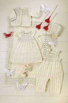 ULL: Dette settet med babyklær i tynn ull er en fin gave til barnet ditt.