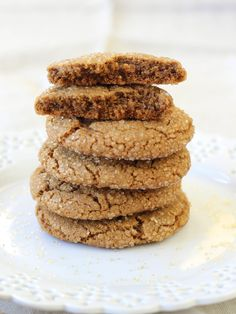Easy Molasses Spice Cookies - Crunchy outside, perfectly chewy inside!
