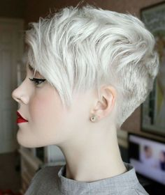 Platinum Blonde Pixie with Side Bang - 30 Standout Curly and Wavy Pixie Cuts - The Trending Hairstyle Choppy Pixie Cut, Edgy Pixie Cuts, Short Blonde Pixie, Edgy Short Hair, Pixie Cut Styles, Short Pixie Haircuts, Short Hair Cuts, Short Hair Styles, Choppy Layers